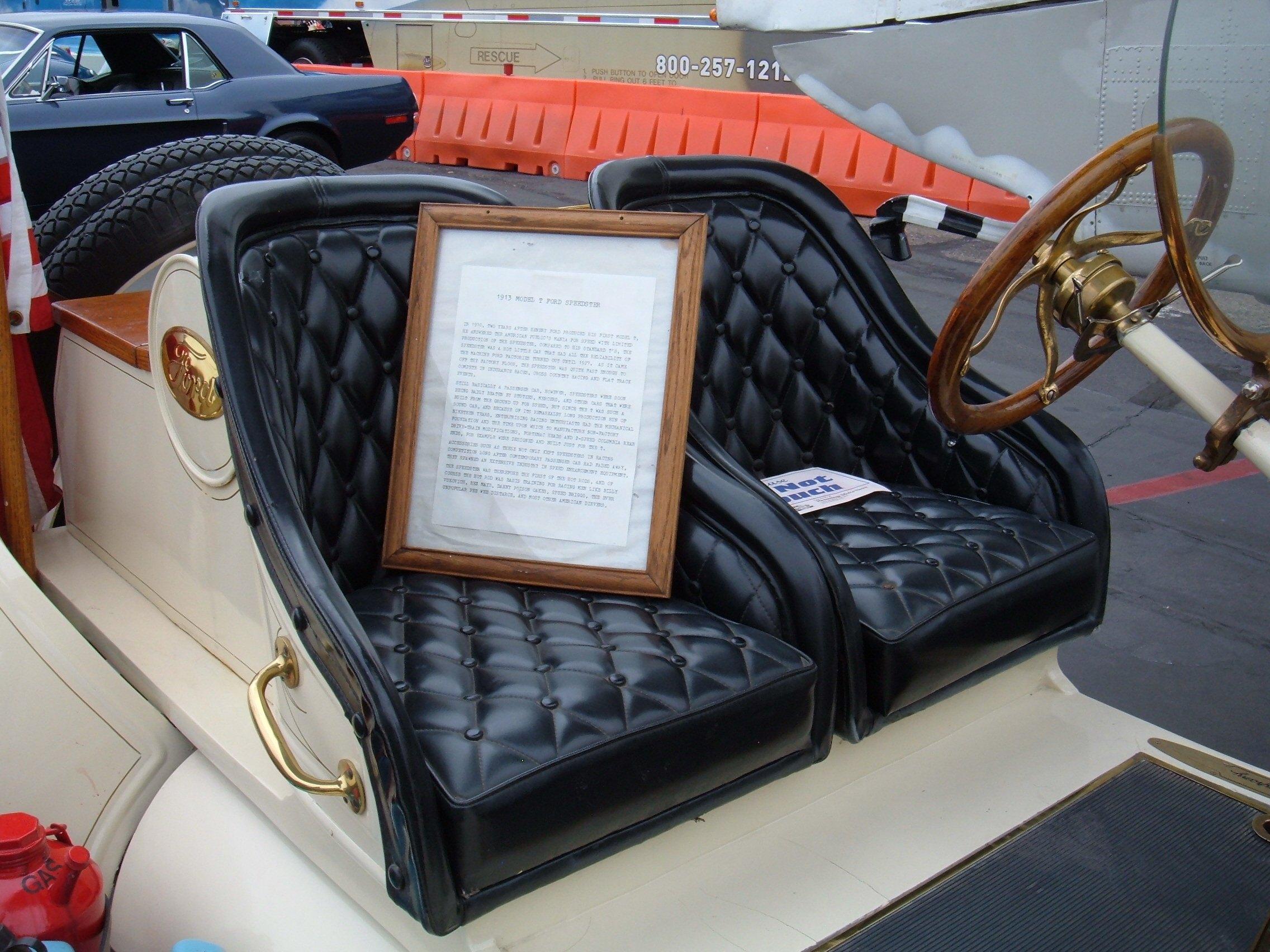 1913_Ford_Model_T_Speedster_seats
